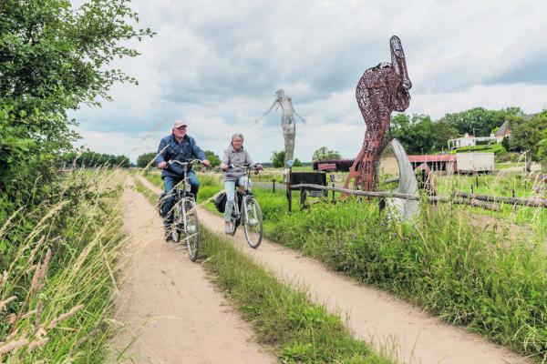 Uitfietsen Beesel met de beeldentuin van Rik van Rijswick in Beesel.